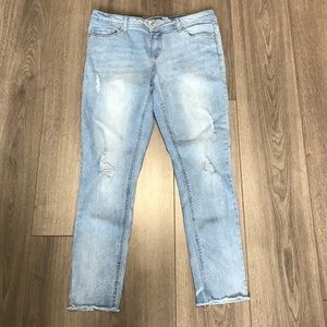 Seven7 jeans light wash with distressing EUC